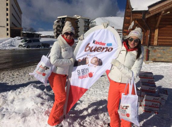 Distribution de Kinder Bueno sur les pistes de l'Alpe d'Huez